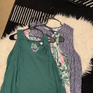 old navy bundle - 3 sleeveless tops